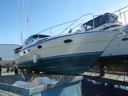 38 foot power boat -- Bayliner