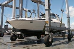 40 foot power boat -- Bayliner